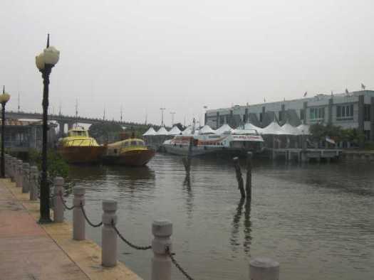 港のフェリー