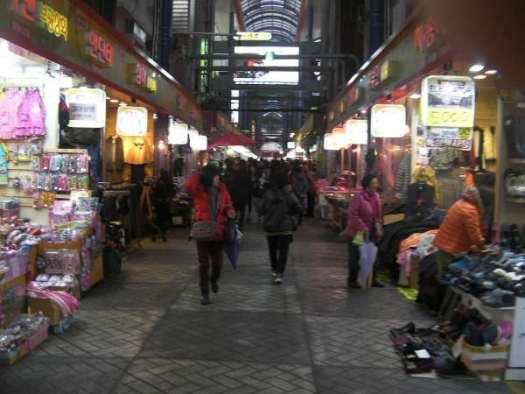 いろいろなお店が集まる国際市場