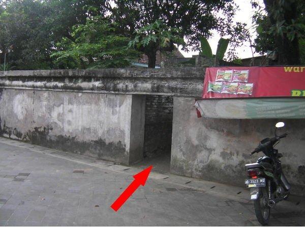 チケット売り場の裏にある入り口