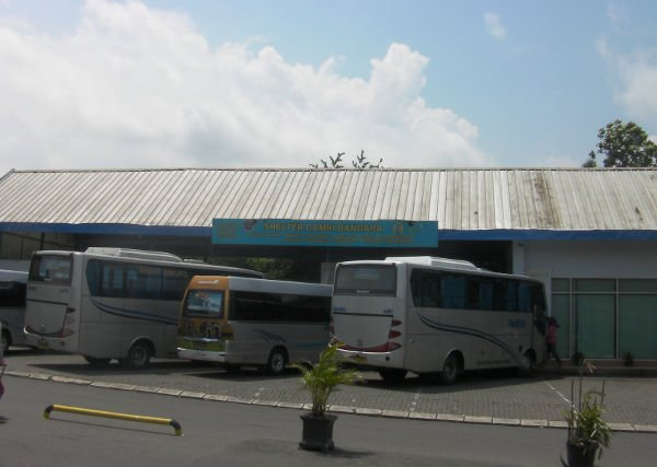 DAMRIバスの車庫