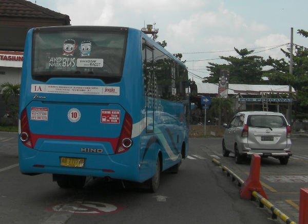 日野自動車のバスです