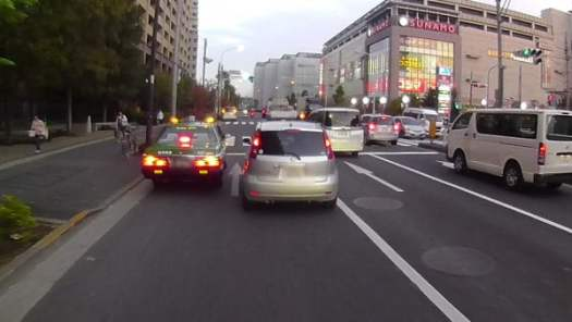 左にSUNAMOショッピングモールが見えたら橋が近いです