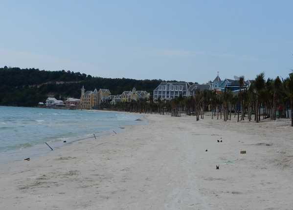 khem-beach21