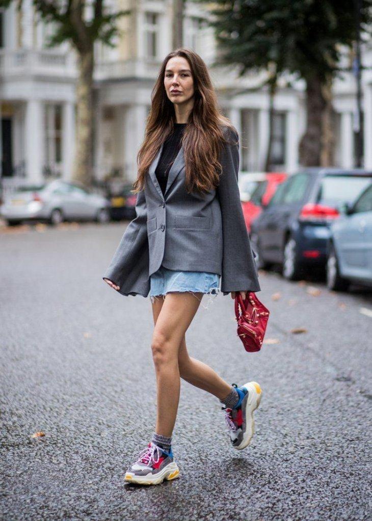 женские кроссовки Balenciaga с короткой юбкой