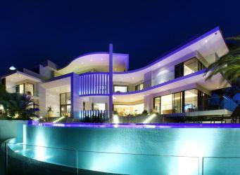 Impresionante fachada de mansión moderna Fachadas de Casas Fotos de Casas