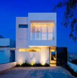Casa moderna de pequeñas dimensiones Fachadas de Casas Fotos de Casas