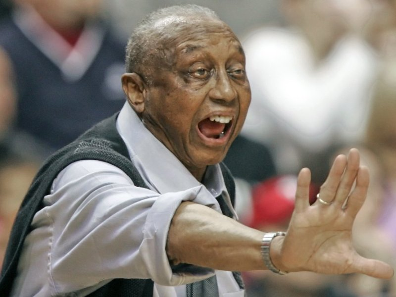 John Chaney, commanding Temple basketball coach, dies at 89