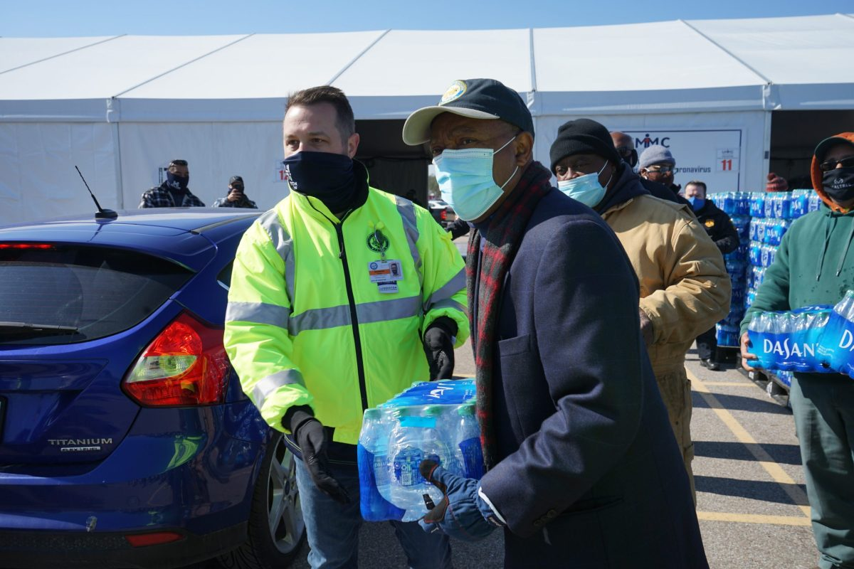 Mayor Turner oversees successful citywide distribution of over 1 million bottles of water