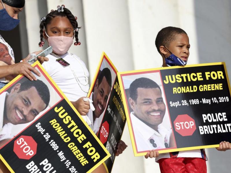 AP: Police brass eyed in probe of Black man's deadly arrest