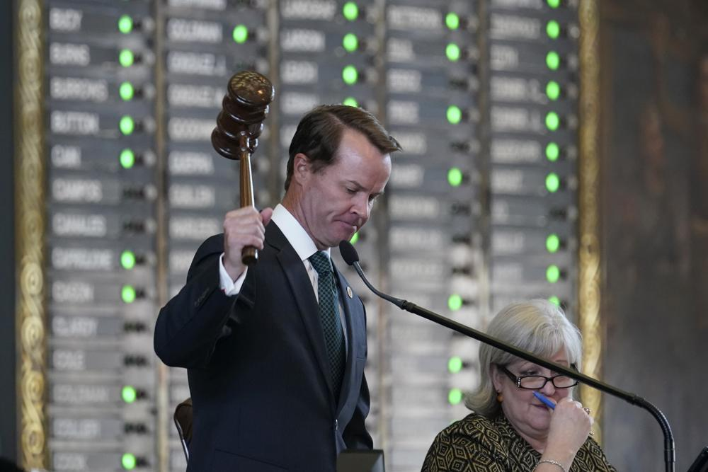 Texas GOP advances voter suppression bill after Democrats' holdout ends