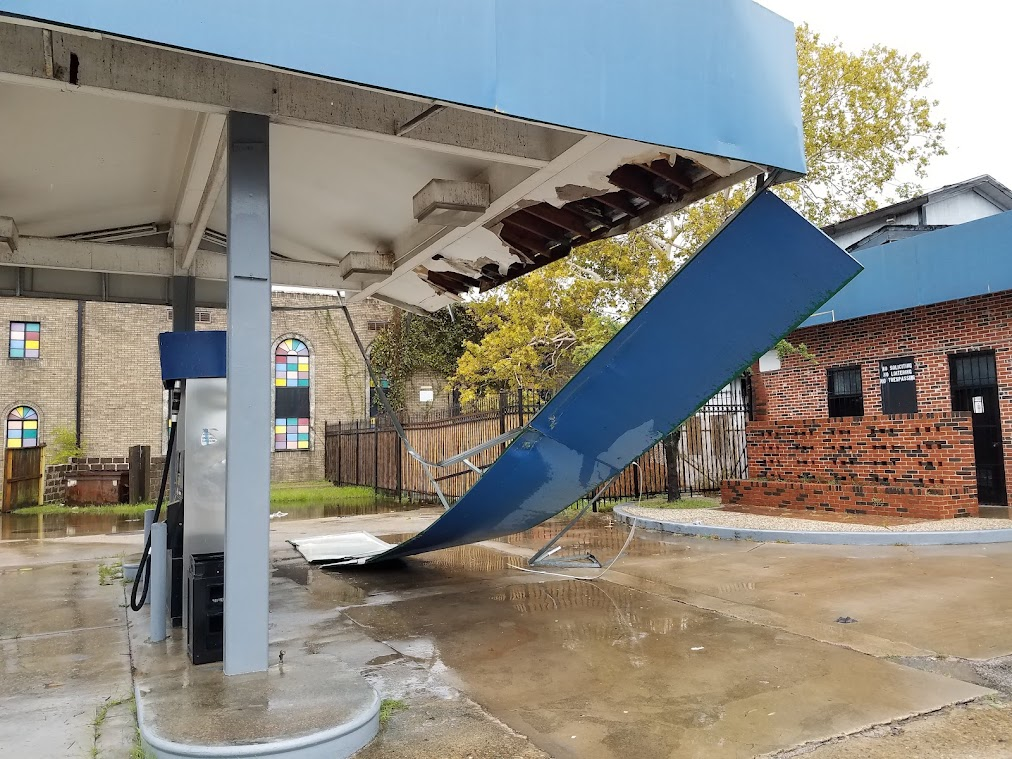 Power slowly returns as Greater Houston begins Nicholas cleanup
