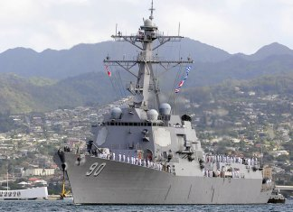 USS Chafee DDG 90 in Hawaii