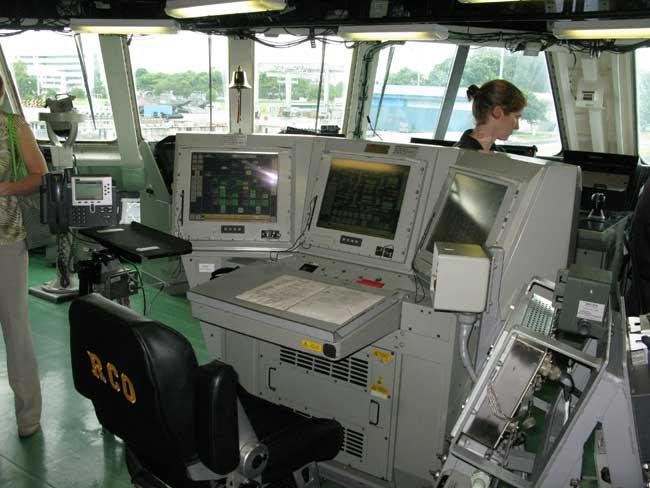 An inside view of the bridge of USS Freedom. Photo: Tamir Eshel, Defense Update