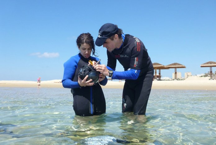 Prof. Yoav Schechner and researcher Marina Alterman testing one of the Stella-Maris underwater camera demonstrators. Photo: Technion