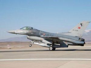 صورة: القوات الجوية التركية) طائرتان تركيتان من طراز F-16 أسقطتا في نوفمبر طائرة روسية قالت تركيا إنها انتهكت مجالها الجوي. القوات الجوية التركية
