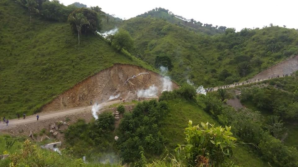 En agosto del 2018, un grupo de pobladores se organizaron para defender el agua, 70 días después fueron desalojados violentamente e inició la cacerái contra 32 defensores, de los cuales -todavía- ocho permanecen en prisión.