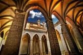 Claustro_mudéjar_de_la_Iglesia_de_San_Pedro,_Teruel,_Aragón,_España_-_20090426
