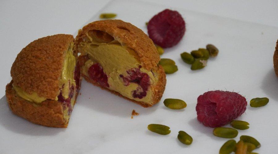 Choux pistache framboise