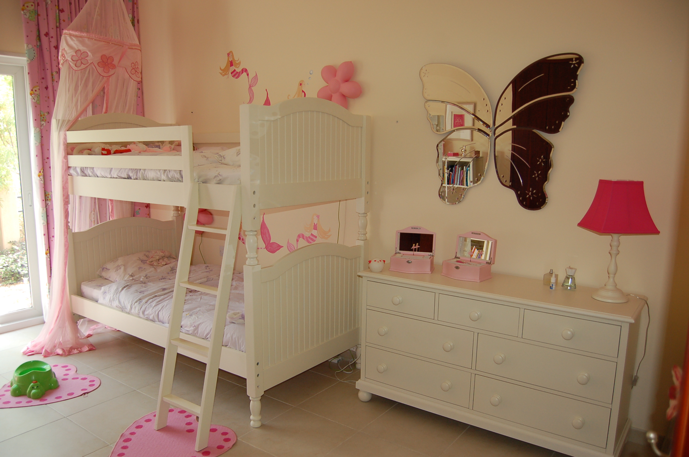 Nieuwe kamer voor de meiden  Kurt Sanne Julia en Emilie
