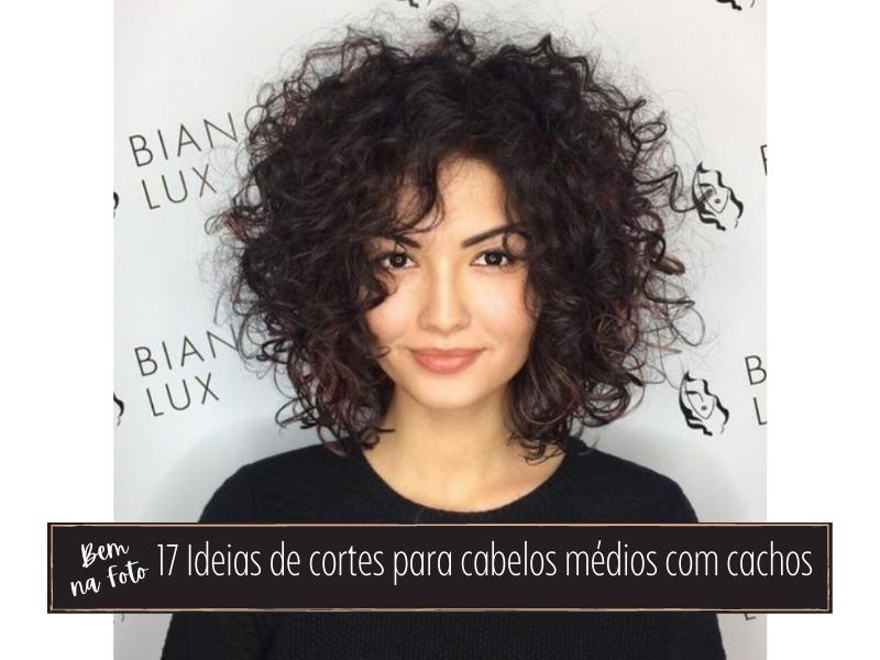 Bem na foto: 17 Ideias de cortes para cabelos médios com cachos