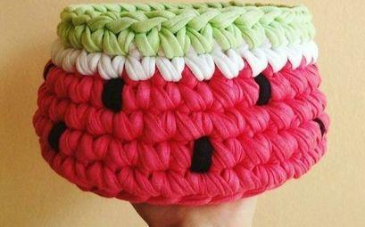 cesta de croche com fio de malha melancia - DIY - artesanato