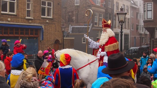 Sinterklaas bij de Engelenburgerbrug in Dordrecht.