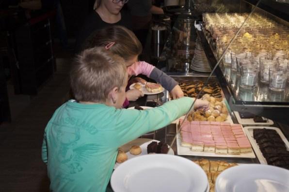 dessert-buffet-5