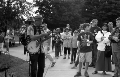 This guy is a character. Playing Banjo, Harmonica, Drums, and singing at the same time. Just so you know the kid to the right is a character too, if only I'd upload the next pic in sequence for you guys, but I hate repetition, i already have enough repeats.