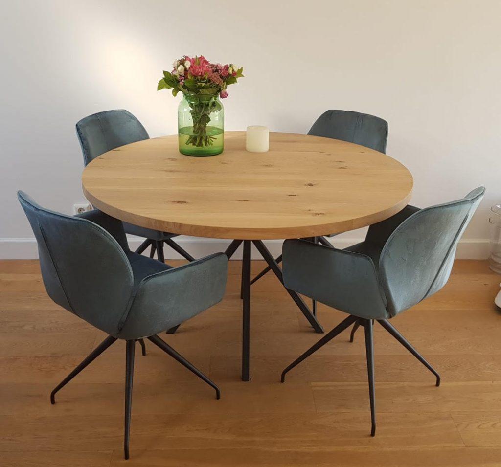 Hoe groot moet een ronde tafel zijn voor 6 personen