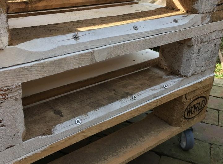 Schritt-3-aufeinander-legen-und-fest-spaxen.jpg