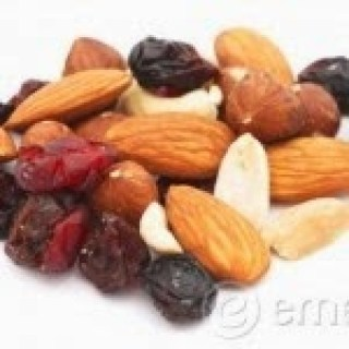 Deidra Penrose, weight loss, teambeach body, healthy snacks, easy snacks, fitness motivation, shakeology, nutrition, fitness, clean eating, fruit, fruit plate, healthy foods, healthy lifestyle, health and fitness coach, nuts, berries, mixed nuts and berries