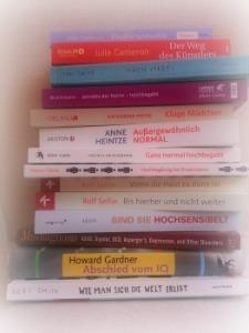 Ein Stapel Literatur zu den Themen dieser Website (c) Johanna Ringe 2014 , www.dein-buntes-leben.de