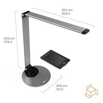 LED Schreibtischlampe TaoTronics Metall Tageslichtlampe mit 6 Helligkeits- und 3 Farbstufen, Ultradünn, Legierung aus Flugzeugtechnik, augenschonende LED, schlaue Speicherfunktion, praktischer USB Ladeanschluss, Energieeffizient-Silbergrau -