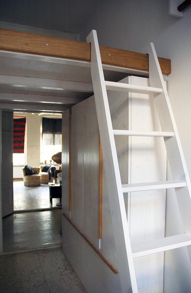 Hochbett mit Unterschrank und Leiter  dein Tischler in