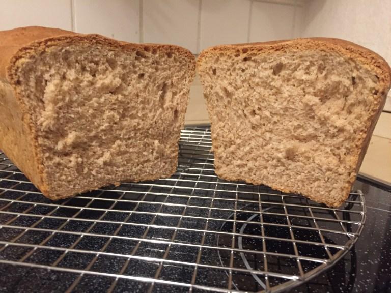 Toastbrot aus Weizen- und Dinkelvollkornmehl