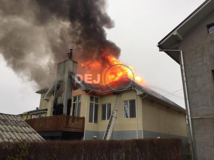 incendiu Nichita Stanescu casa in flacari (1)