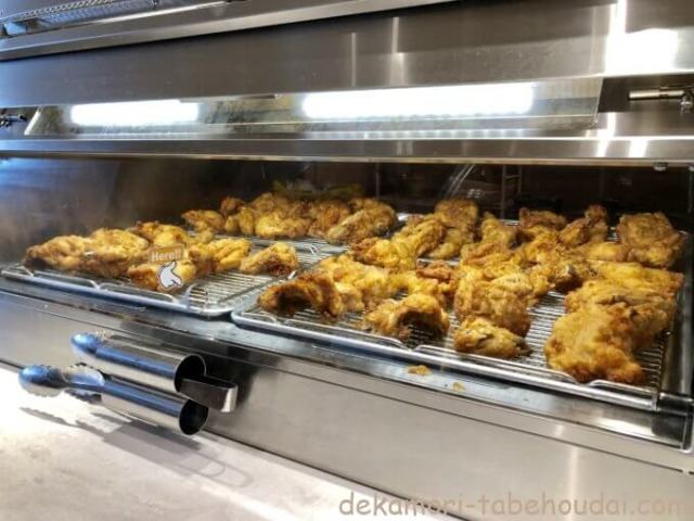 KFCららぽーと名古屋みなとアルクス店食べ放題ビュッフェフライドチキン陳列