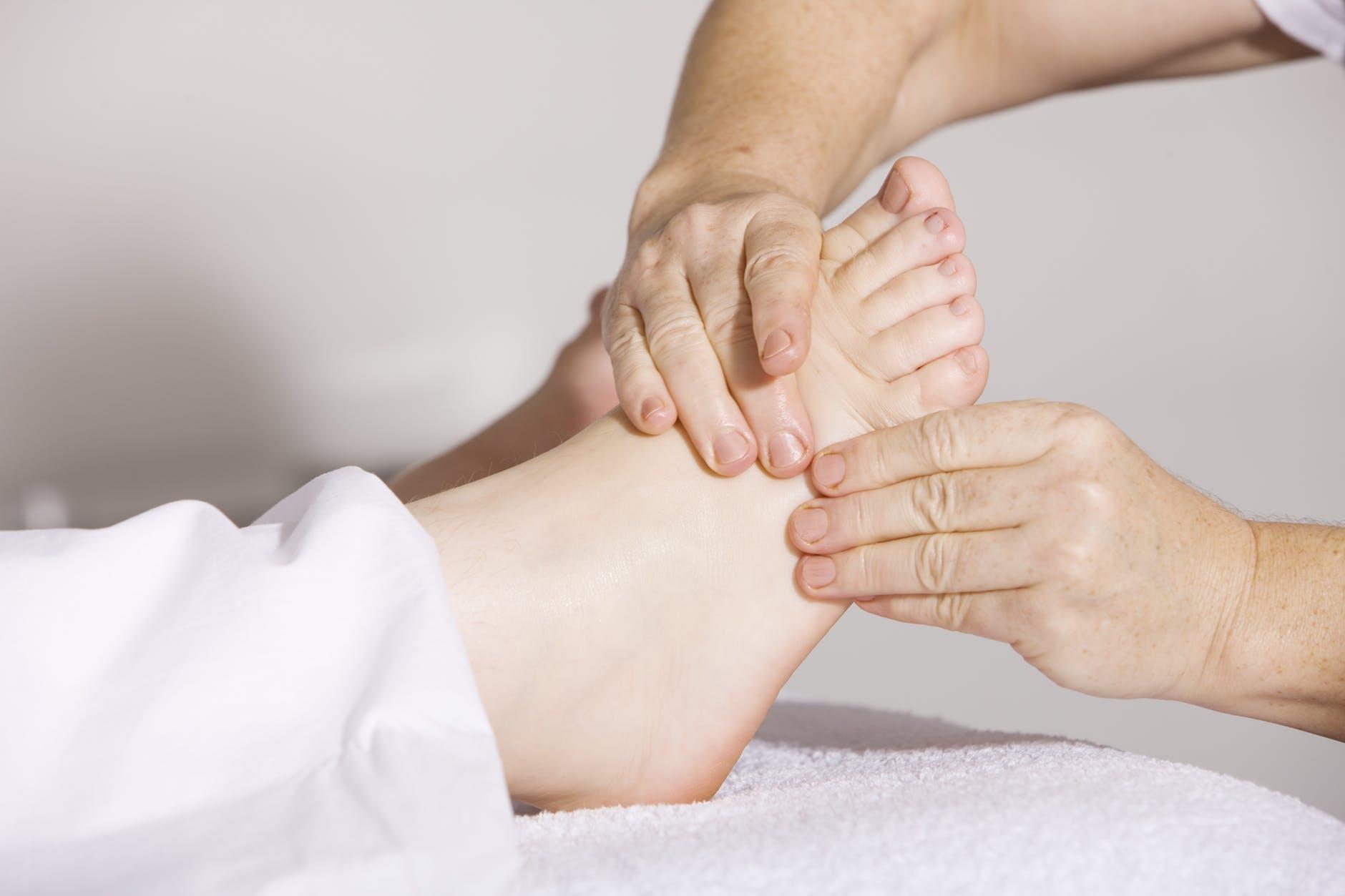 טיפול בדיקור סיני לכאבים בכף הרגל