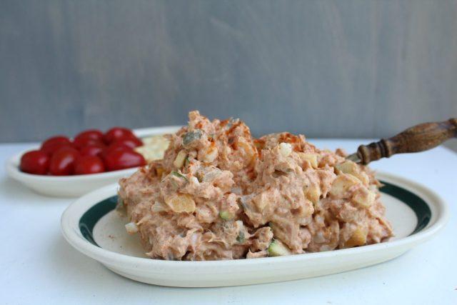 Tonijnsalade met groente en gerookte paprikapoeder