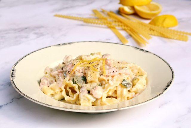 pasta met zalm en courgette