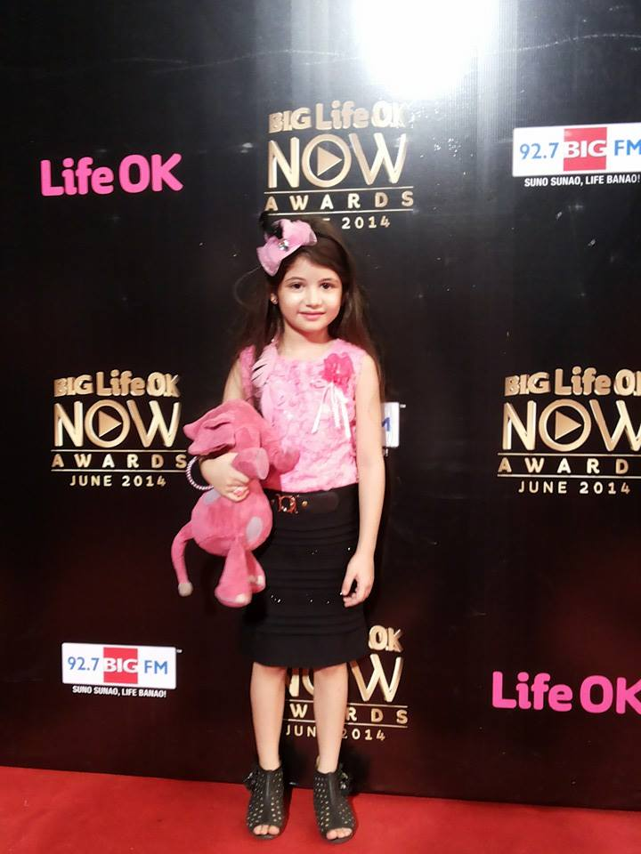 Cute Little Indian Girl Wallpapers Beautiful Harshaali Malhotra Images Wallpapers Pics Photos