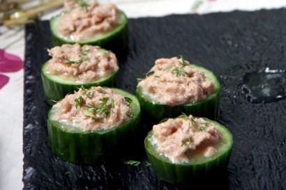 Hapje met komkommer, tonijnsalade en dille