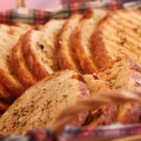 homemade knoflookbrood