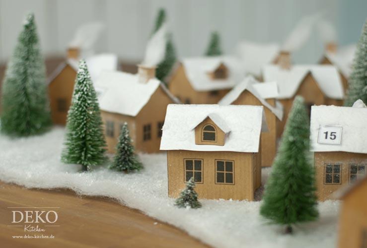 DIY: hübscher Adventskalender aus kleinem Papier-Weihnachtsdorf