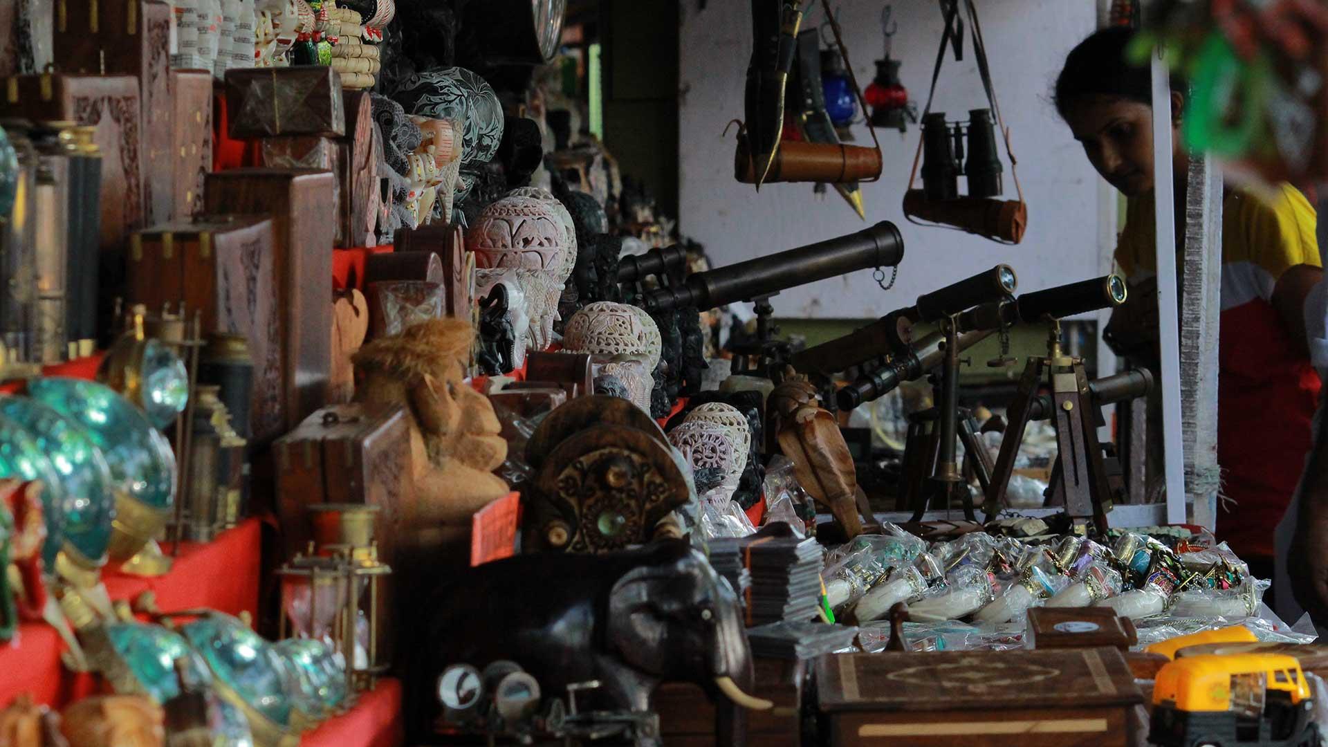 Handicrafts In Shop Jew Street Fort Kochi Dekochi Photo Journal