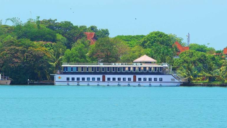 Marine Drive-Kochi-Boating-in Arabian Sea, Marine Drive Kochi