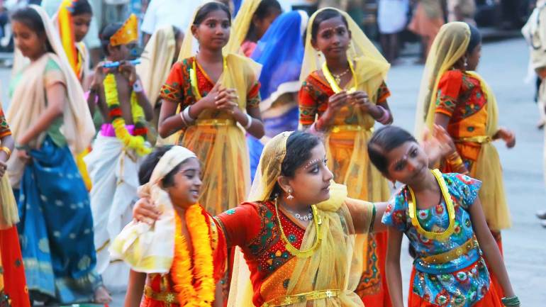Janmashtami-Celebrations-Shobha-Yatra-Danching-childrens