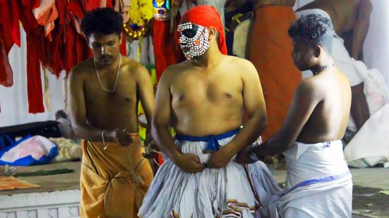 Dresses-up-the-artist,-who-perform-Goddess-Kali-character-Mudiyettu