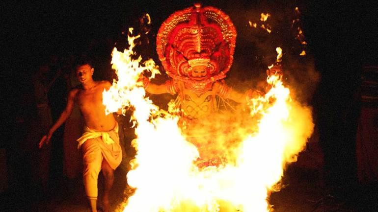 Kandanar-kelan-Performing-with-fire
