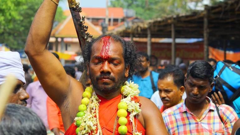 Oracle-(Velichappadu-or-Komaram)-at-Kodungallur-Bhagavathy-Temple-Kodungallur-Bharani-Festival-Kerala-Festival-Photos-De-Kochi, Kodungallur Bharani